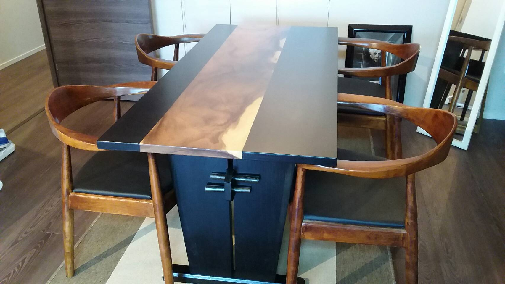 静岡県N邸 モンキーポッド三枚ハギのテーブル